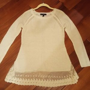 Soft knit tunic with lace detail